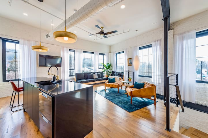 Wanderlust Lofts: The Opal, Downtown Urban Retreat
