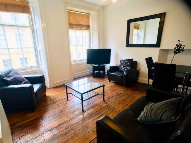 2 Bedroom Serviced City Centre Apartment Sleeps 6