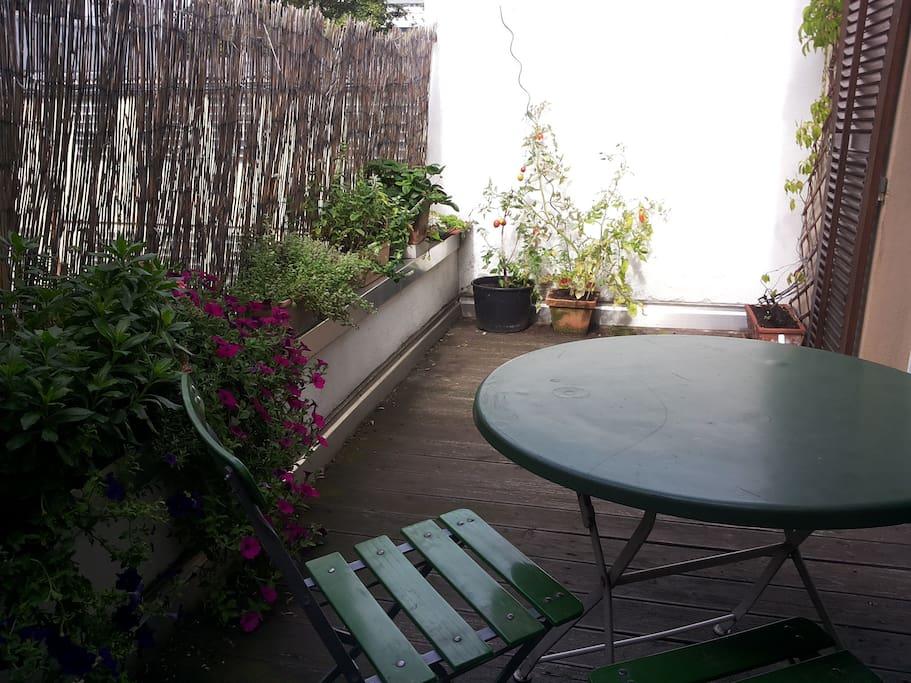 gro es wohnzimmer mit balkonzugang wohnungen zur miete in stuttgart baden w rttemberg. Black Bedroom Furniture Sets. Home Design Ideas
