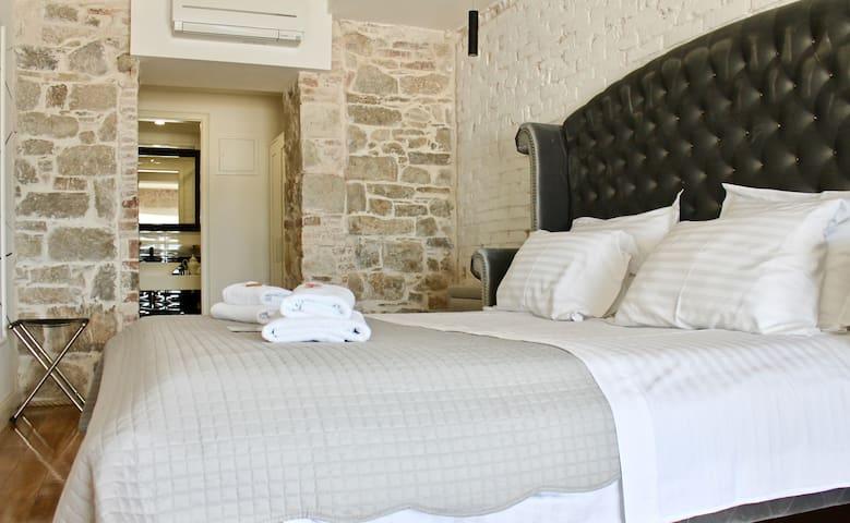 Luxury Room - sea view & loggia