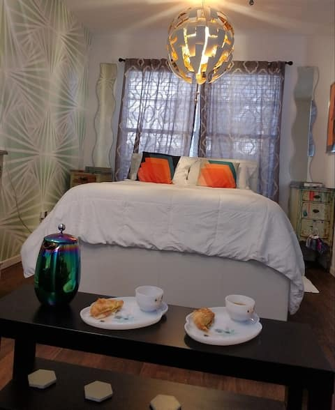 Private Suite 1960s Retro San Marcos Time-Macheine