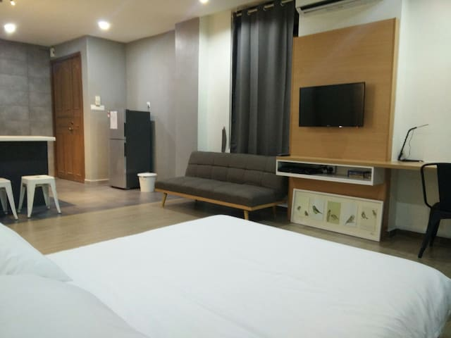 Modern Studio | 5 mins fr. Train & The Mines/MIECC - Seri Kembangan