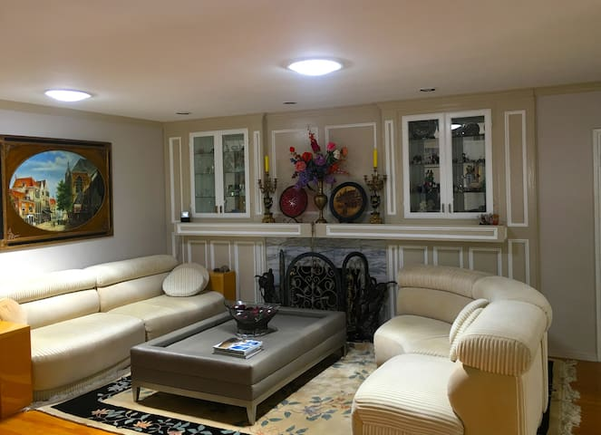 Elegant and Comfortable  Living in Studio city