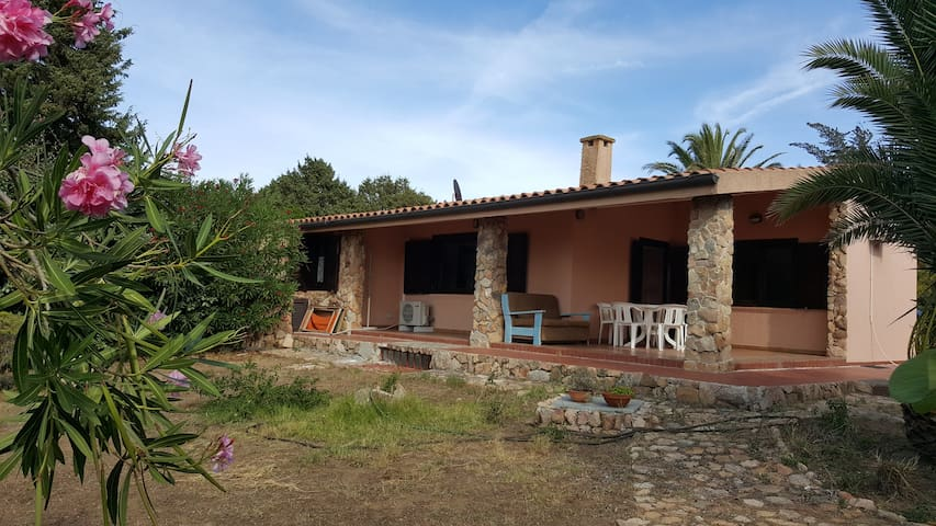 HOUSE WITH GARDEN, 850 METERS FROM THE SEA