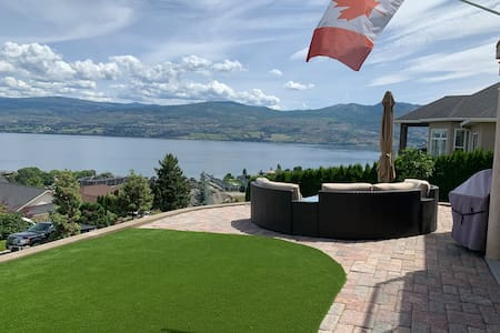 Panoramic View Just Steps from Mission Hill Winery