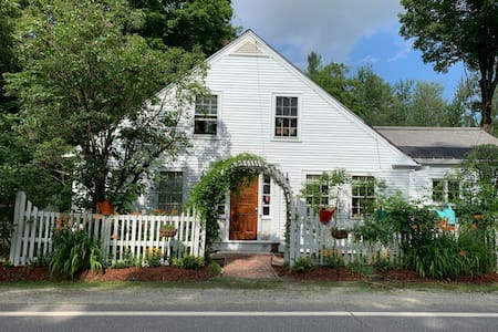 Lucy Sanderson House-3 Bedrooms