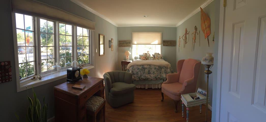 Beautiful home & Garden Santa Clara