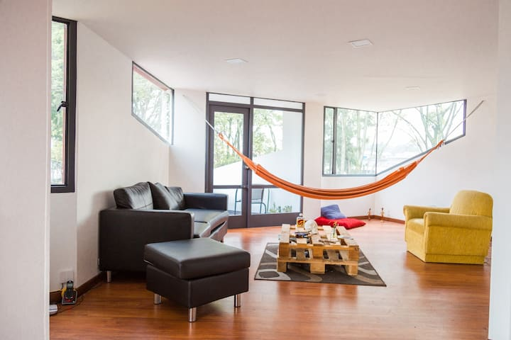 Habitación Parkway: tradicional, vibrante, moderno - Bogotá - Apto. en complejo residencial