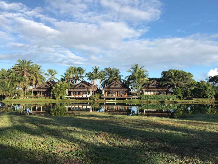 Bungalow overview, lake and grass between bungalow and the beach