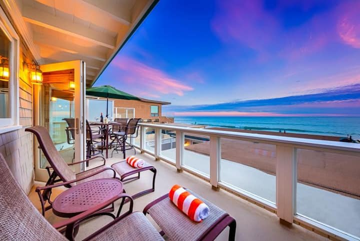 25% OFF OPEN NOV! Beautiful Oceanfront Spacious Beach Home on the Sand
