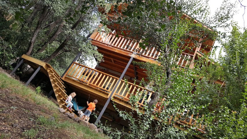 Charming two story cabin for seven Cajon del Maipo