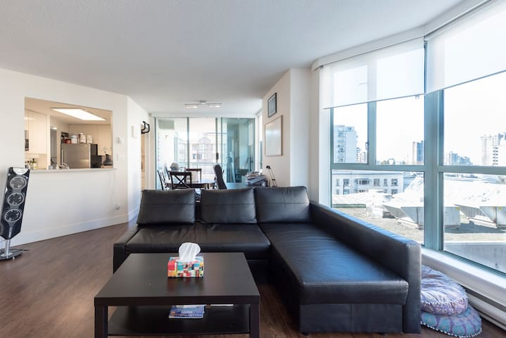 Bright & Luxurious Home in the Heart of Downtown