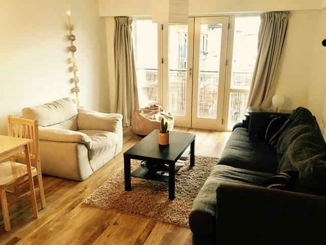 Nice cosy room in big East London Flat