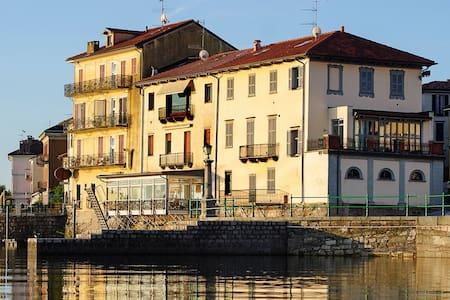 "Aparthotel Arona ""Dimora dell'Antico Porto"" - Arona"