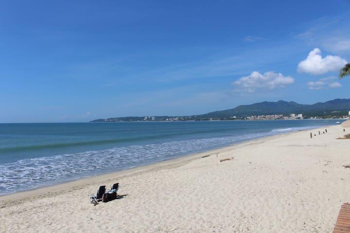 CASA BLANCA ON THE BEACH _APARTMENT 4