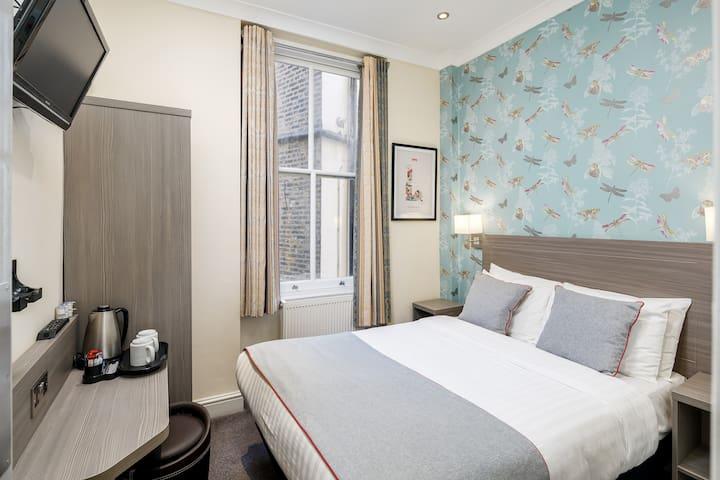 OYO Bakers Hotel, Double En-Suite Room