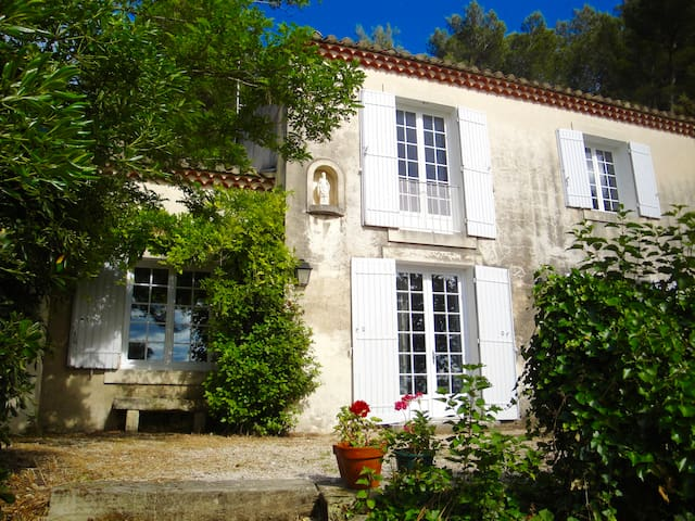 Beautiful Provençale House close to StRémy de Prov - Châteaurenard - Casa