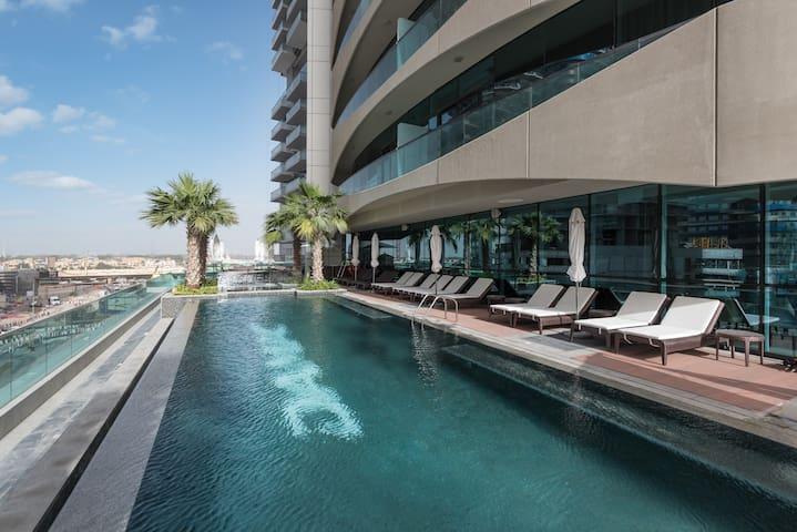 Luxurious 2 Bdrm Downtown Dubai Burj Khalifa view