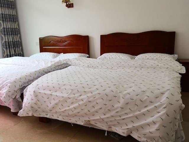 干净整洁舒适双床房,最多可住4人