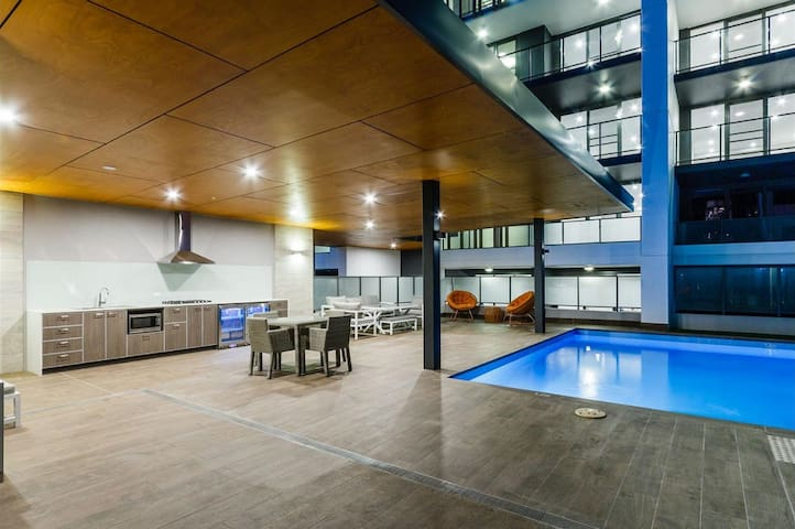 Exclusive Apartment - Swimming Pool, Gym, Games - West Leederville - Appartement