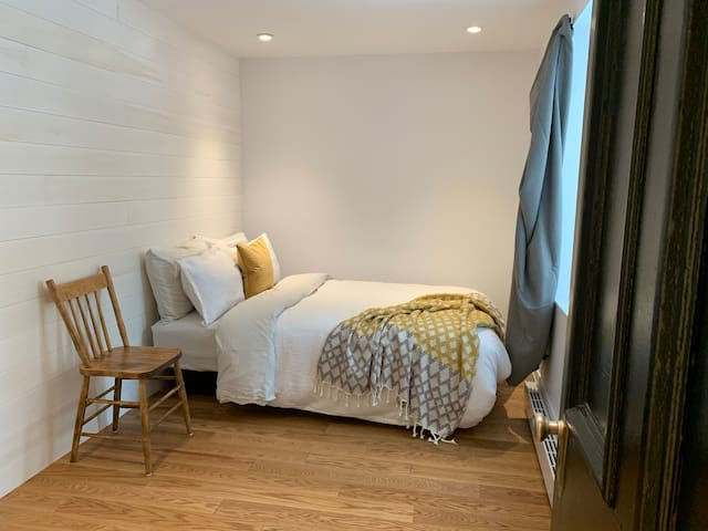 Ecofriendly / Private bedroom, with parking