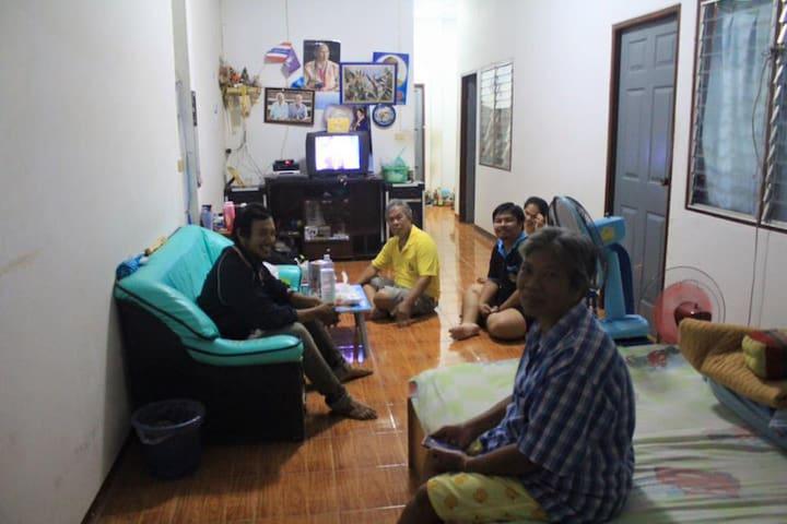 บ้านkiattisak - Tambon Huai Pong - Casa