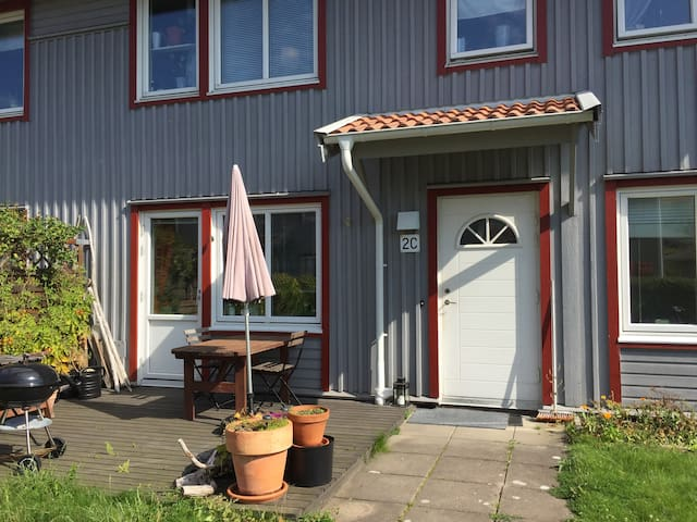 grebbestad chat rooms Prices for summer houses in stockholm have climbed steadily over the past 12 months -- despite a tough year for the swedish housing market in general.