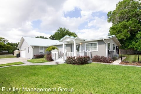 Central Orlando. 10 min from Airport and Downtown.
