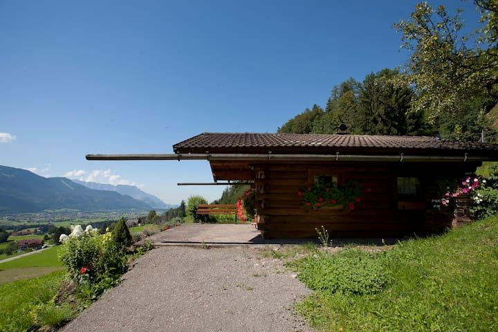 Knusperhäuschen in der Natur, Nähe Salzburg
