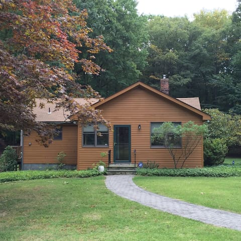 Guest Room/Twin Beds-Beautiful Country Guest House - Mohegan Lake