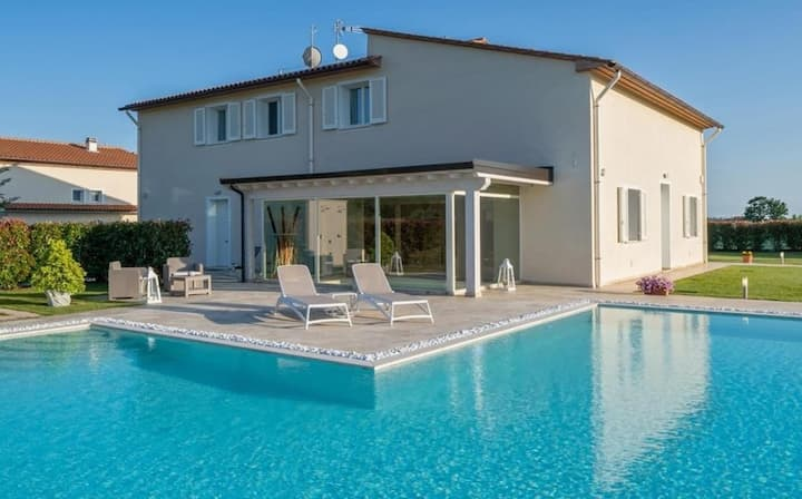 Villa Le Terme - Modern villa with spa and pool