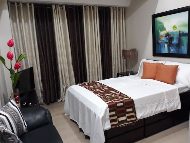 Eastwood City, Furnished Studio(Y), with free Wifi