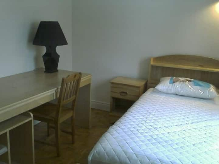 Furnished room in single house minutes to Montreal