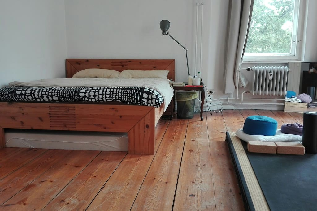 Double bed and extra matress below