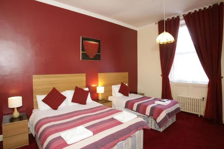Deluxe Twin En-suite Rooms in Glasgow's West End