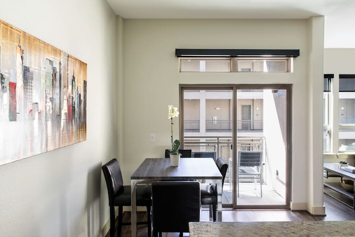 Awesome Austin Condo with Balcony + Pool!