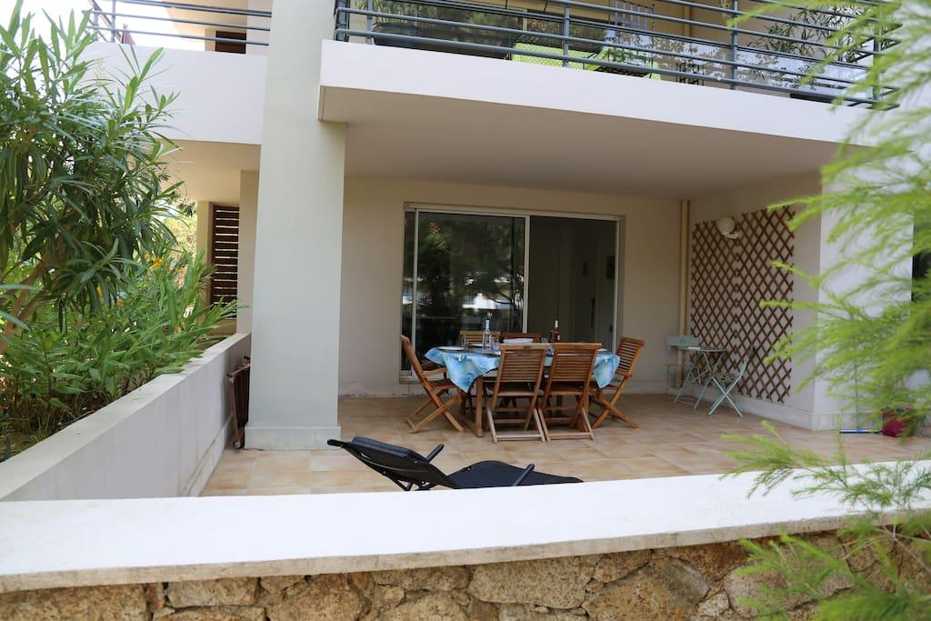 3 pièces terrasse en rez de jardin à 200m plage ...