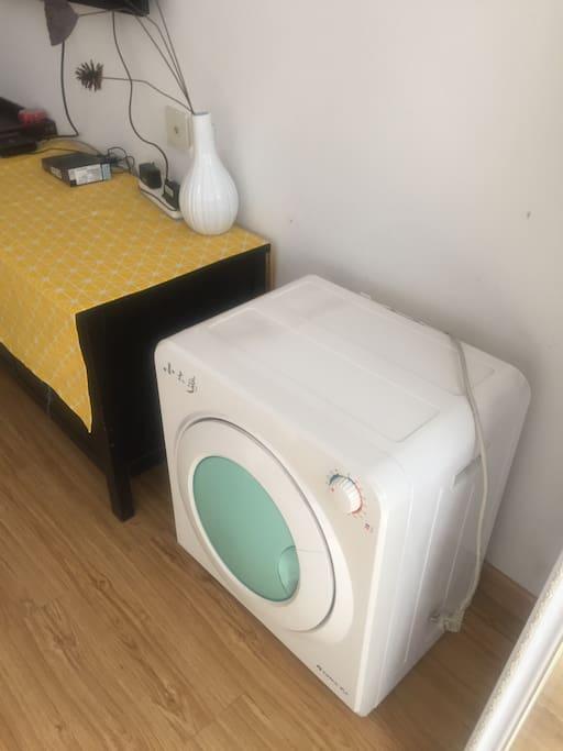 格力小太阳干衣机,一次可以烘干2公斤的衣服。