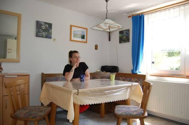 Ferienhaus Lohnbachfall (Schönbach), Ferienwohnung 1 (58qm) mit Badeteich und WLAN