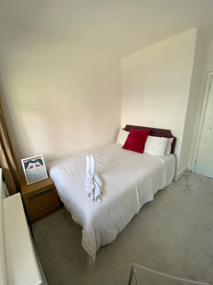 Bournemouth / Comfortable double room / Parking