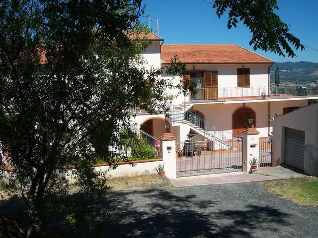 Villa Saracino Apartment 4 - Rosignano Marittimo - Huoneisto