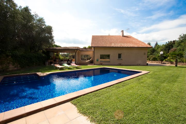 Catalunya Casas:  Glorious Villa Bellaterra for up to 13 guests, a short drive from Barcelona!