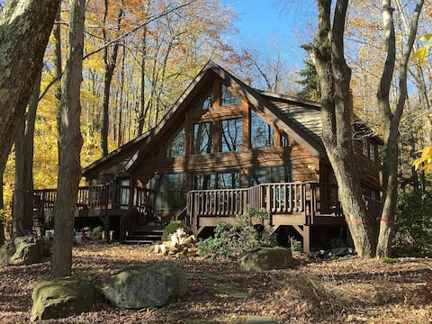 Poconos ON THE WATER with magnificent views, beach