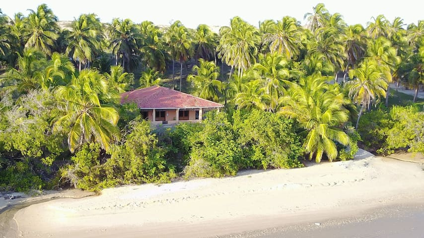 BEACHFRONT HOUSE 4/6 PAX-KITE-WIFI.