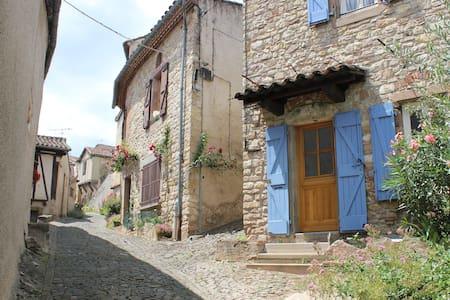 Sunny room in Cordes-sur-Ciel - Cordes-sur-Ciel - House
