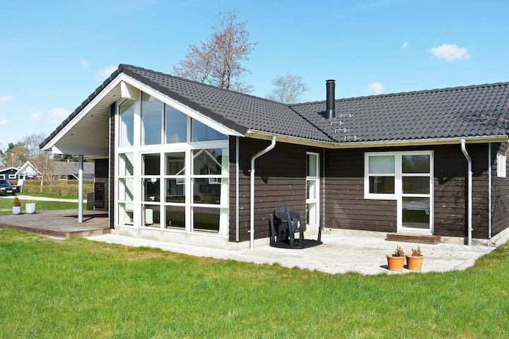 Upscale Holiday Home in Hadsund with Whirlpool