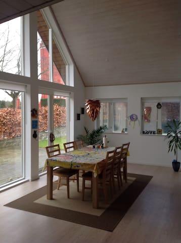 Super lækkert og lyst hus - Nørre Alslev - Casa