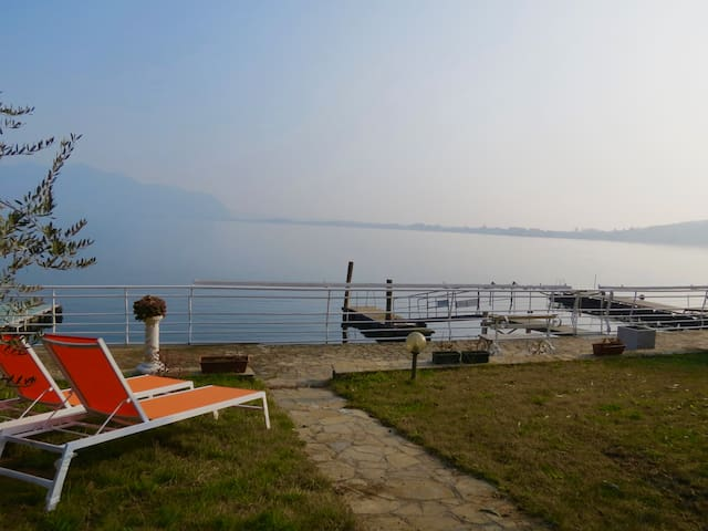 Unique home with garden on the lake - Predore - Apartamento