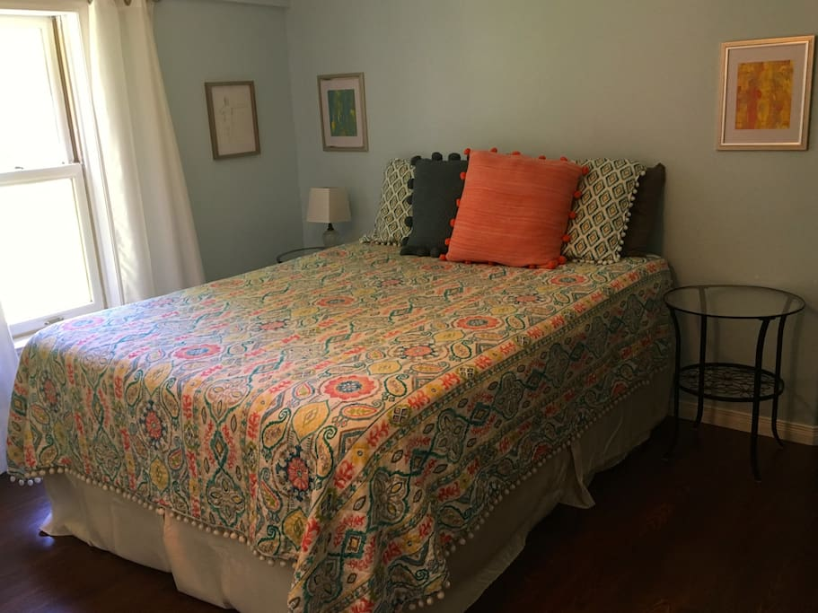 Master Bedroom- queen bed