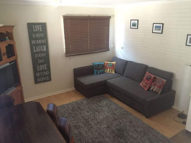 Private unit in family home. - Tarragindi